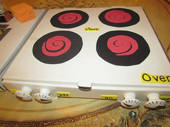 Fogão de brinquedo com Caixa de Pizza