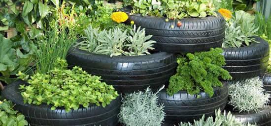 Vasos com pneus