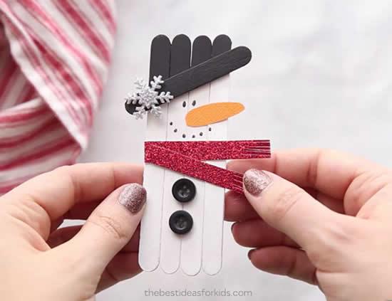 Enfeite com palitos de picolé para o Natal