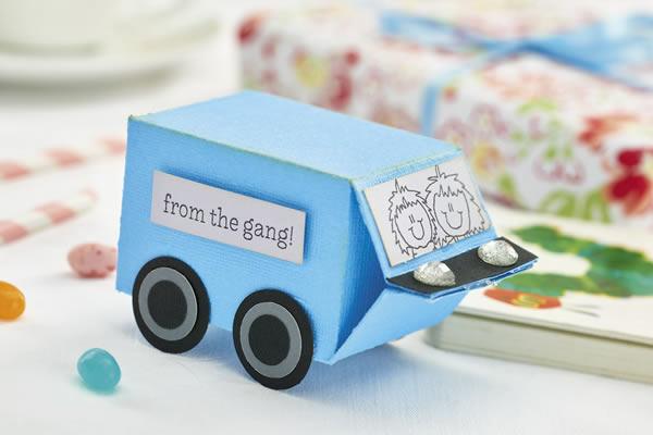 Carrinho de Brinquedo com Reciclagem de Caixa Tetra Pak