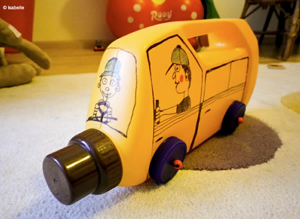 Carrinho de Brinquedo com Reciclagem