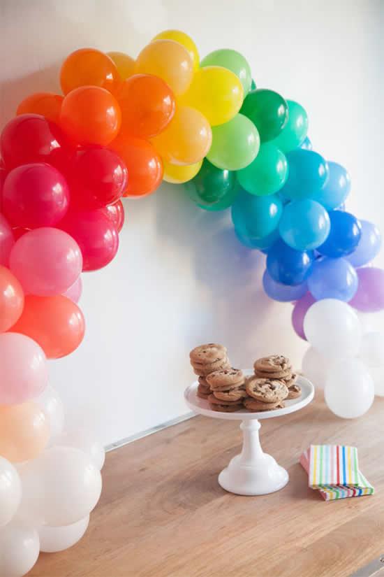 Linda decoração com balões para Dia das Crianças
