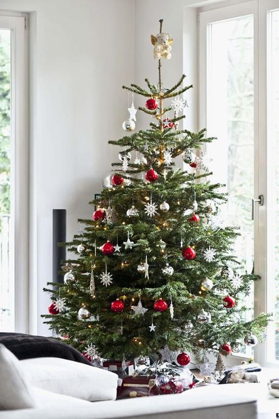 10 Exemplos Lindos de Árvores de Natal Decoradas