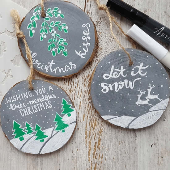 Lembrancinha de Natal com barbante e madeira