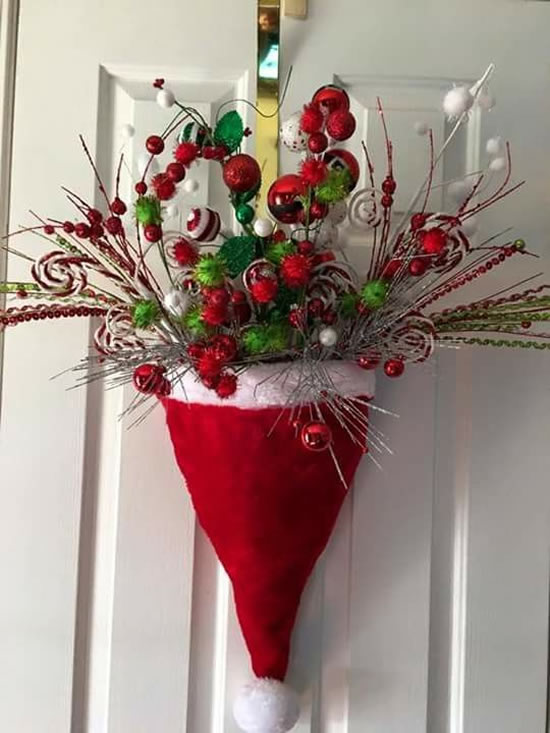 Gorros de Papai Noel para decorar a porta