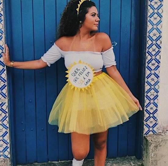Fantasia com Saia de Tule para Carnaval