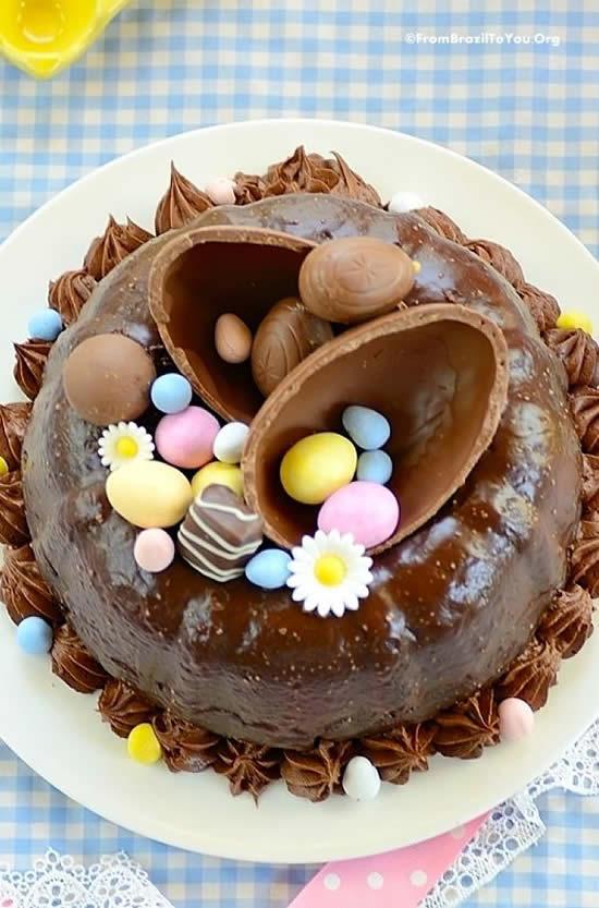 Bolo com Ovo de Chocolate para Páscoa
