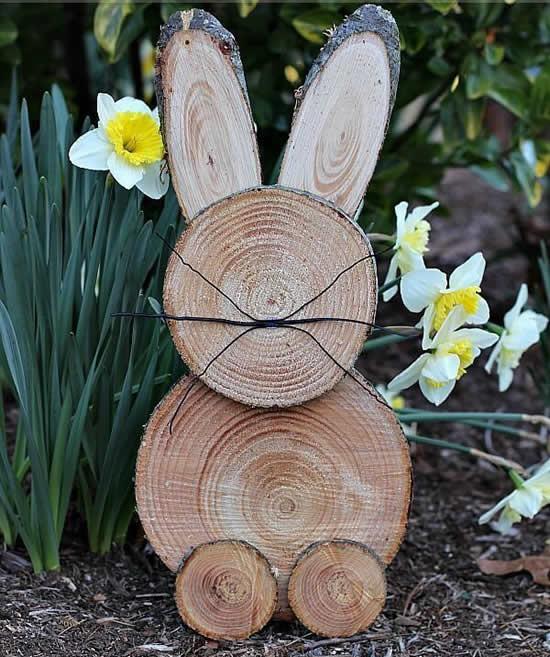 Coelho de madeira para decoração de Páscoa