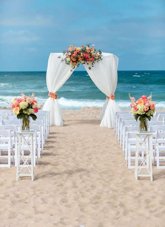 Linda Decoração para Casamento na Praia
