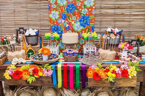 Mesa para Festa Junina decorada