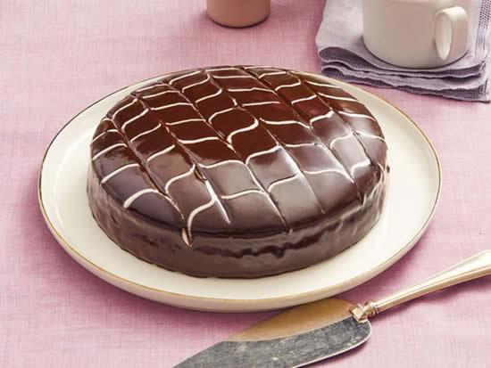 Bolo decorado de chocolate