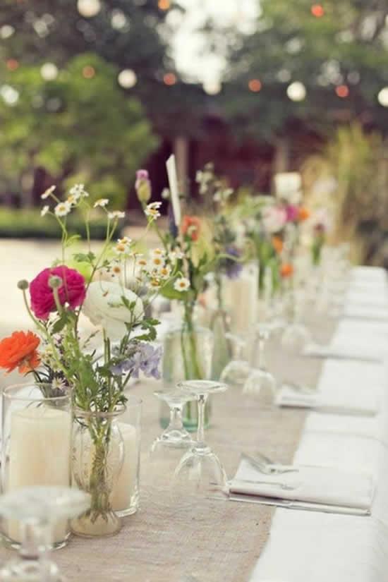 Enfeites para mesa com garrafas de vidro