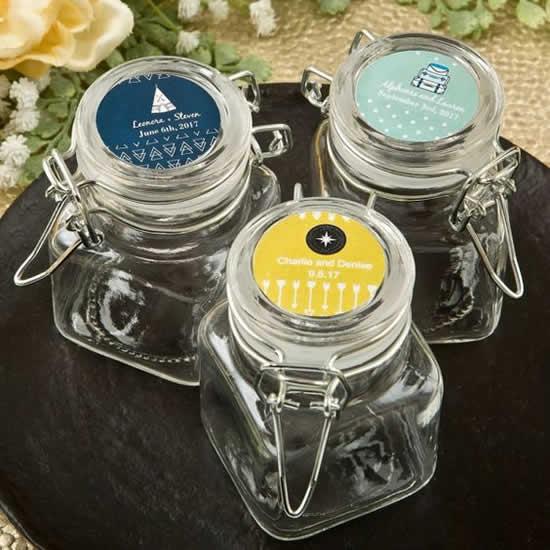 Lembrancinhas personalizadas com potes de vidro