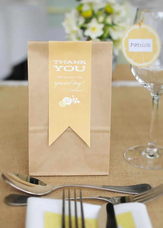 Lembrancinhas de casamento com sacolinhas de papel