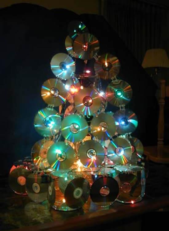 Use CDs velhos para fazer uma linda Árvore de Natal