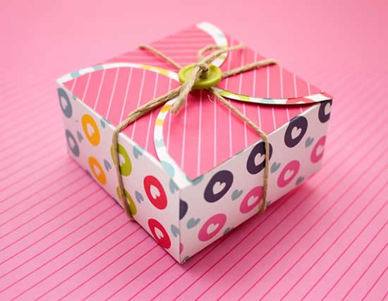 Caixa de papel para lembrancinha com molde