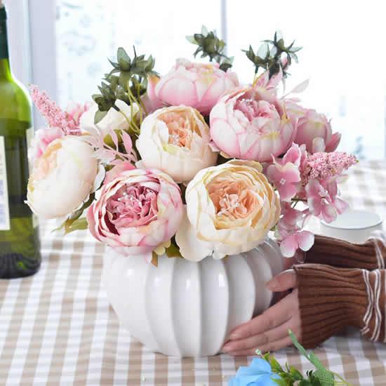 Enfeites com arranjos de flores