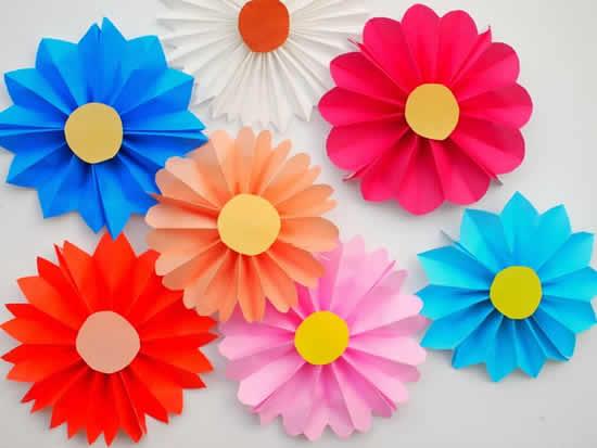 Flores de papel para decoração de festa