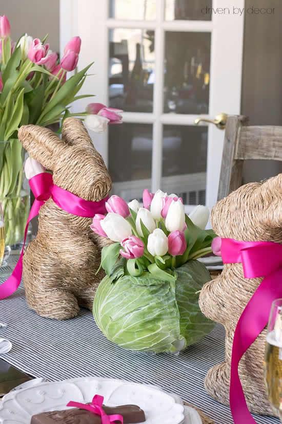 Decoração com flores para mesa de Páscoa