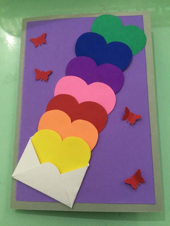 Cartão com corações de papel