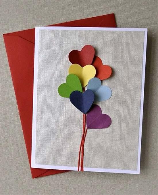 Cartão lindo com corações para Dia das Mães
