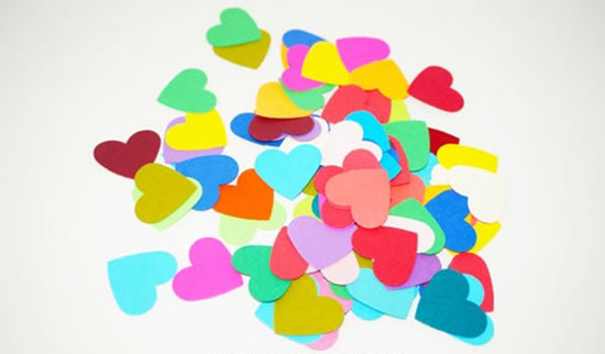 Corações de papel com molde