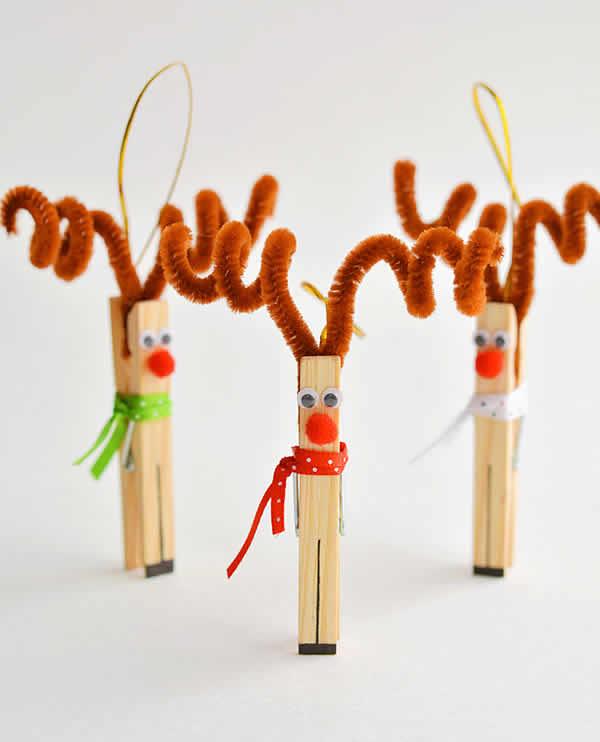 Renas de Natal com pregadores de roupa