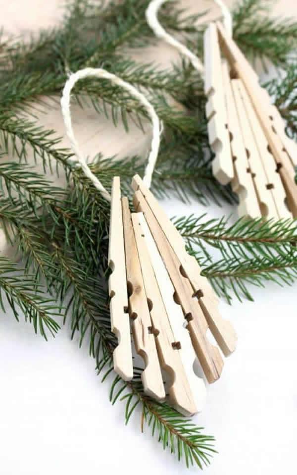 Enfeite delicado de Natal com pregadores