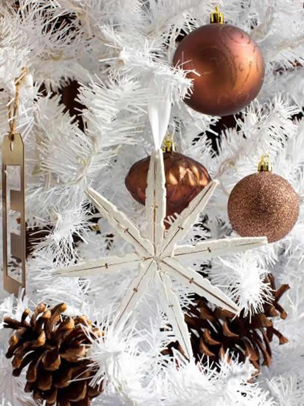 Estrela de Natal com pregadores