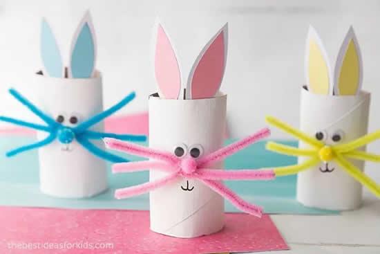 Coelhinhos com rolos de papel higiênico