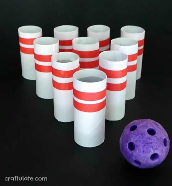 Brinquedo com rolos de papelão