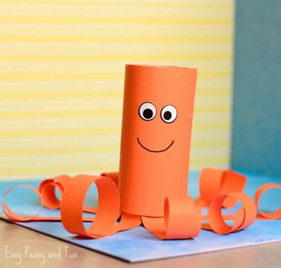 Bichinhos com rolos de papel higiênico
