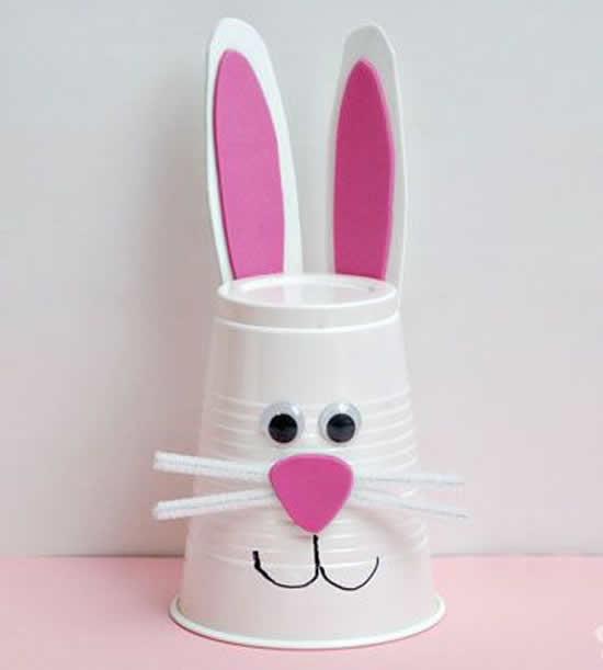 Artesanato com orelha de coelho de papel